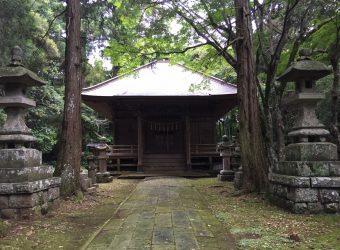 東浪見寺は山深くにあり、神域に相応しく幽玄な雰囲気が漂っています。