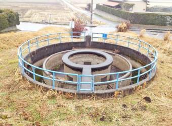 多古町にある円筒分水。昭和35年築。水路橋と共にマニアが多い。両総水路は本当に面白い!