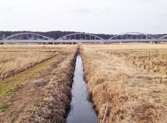 公平水路橋(その2)。上の水路橋の下には、また水路が流れている!つまり「水路の交差点」!