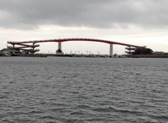 木更津の「中の島大橋」。日本一高い歩道橋らしい。(高さ27m) 木更津キャッツアイで有名になった。