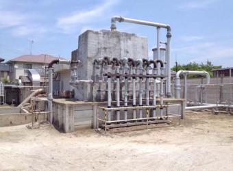 千葉は「南関東ガス田」の真上に位置しているので、天然ガスが産出する。こんなガス油田が県内各所にみられる。