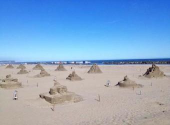旭市の矢指ヶ浦では、毎年夏に「砂の彫刻展」が開かれる。その痕跡・・・。