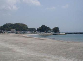 勝浦の興津海水浴場。ゴミ一つない綺麗な砂浜。ここも美しい。