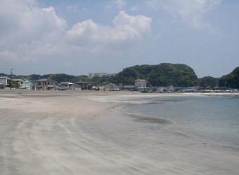 勝浦の興津海水浴場(その2)。やはりここも桃源郷かもしれない。