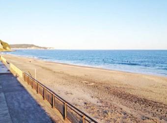 勝浦の部原ビーチ。サーフィンの聖地。