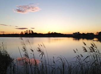 長生村の大関堰。夕暮れは本当に美しい。