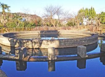 円筒分水(その2)。かつて日本各地の用水路に造られた。これは利根川から水を運ぶ両総用水のもの。